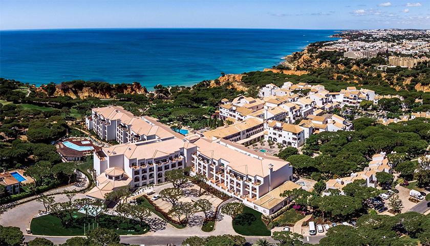 Pine Cliffs Resort abre 400 vagas